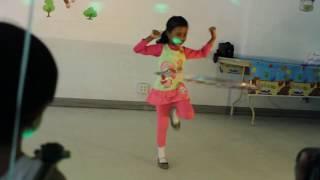 Hula-Hoop Cha Cha Slide