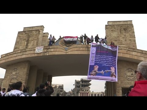 Students return to university in Mosul after IS takeover
