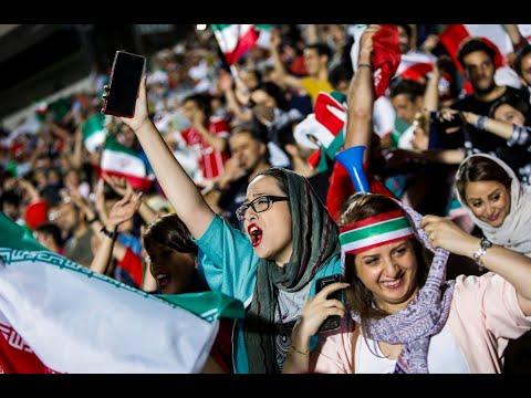 إيرانيات يأملن أن يرفع حظر دخولهن الملعب بشكل دائم