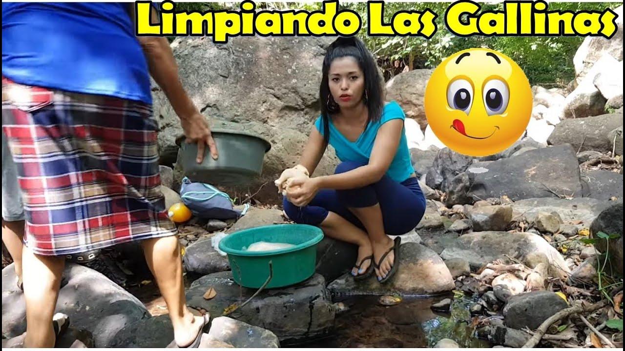 Limpiando Las Gallinas En El Rio`🐓 Estamos En Un Ambiente Familiar-P3