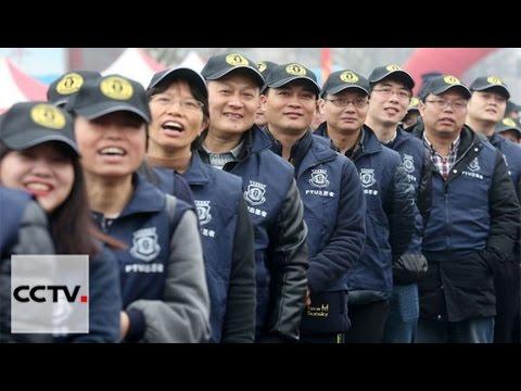 Los voluntarios hacen Hangzhou más hospitalaria