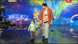 Україна має талант 4 сезон. Львов. Рося(Владимир и сын Ярослав танцуют., 2012-04-09T17:00:45.000Z)