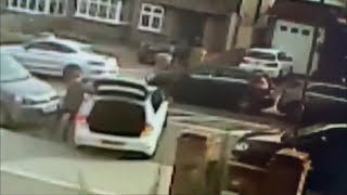Lucky escape (twice) from this car thief (UK) - ITV London News - 26th March 2019