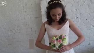 Свадебный букет из розовых роз с лизиантусами