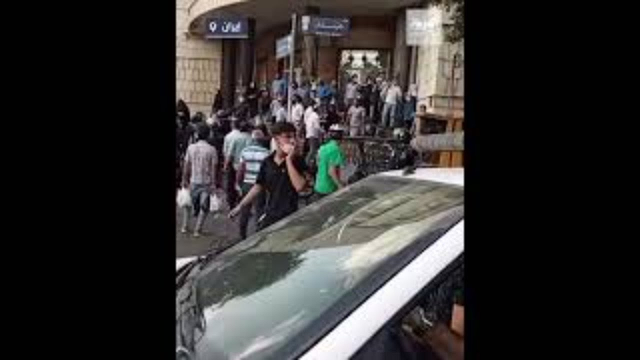 شاهد.. الأمن الإيراني يهاجم المحتجين في تبريز شمال غرب البلاد