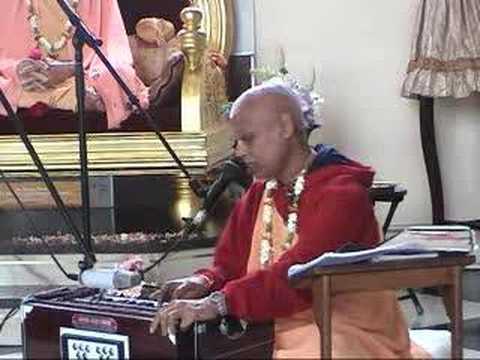 Lokanath Maharaj reciting Prayers