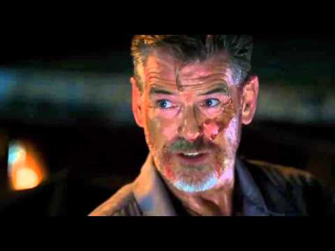 Pierce Brosnan explique l'assassin financier dans no escape