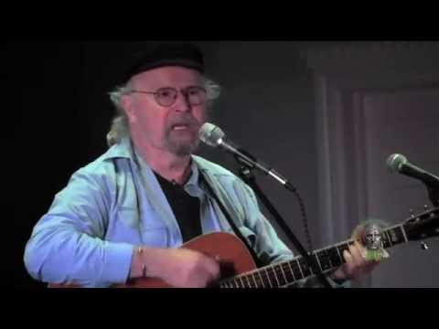 Tom Paxton zings Trump and sings for GOP candidates