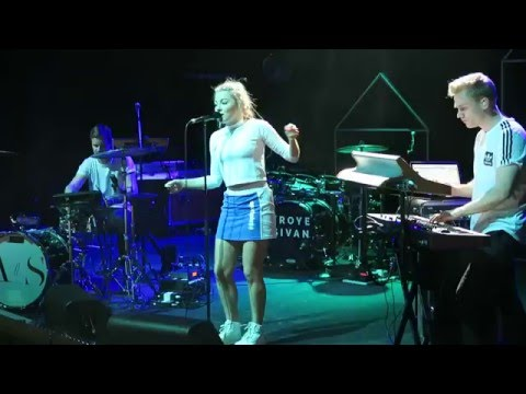 Astrid S -  Hurts So Good (Live from La Cigale - Paris)