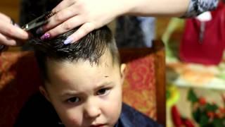 Стрижка машинкой.стрижка для мальчика(Стрижка для мальчика машинка+ножницы., 2014-11-06T20:10:53.000Z)