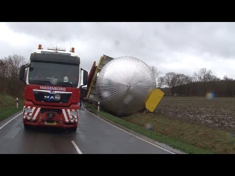 Schwertransporter In Sögel Umgekippt - Video Zeigt Den Unfall