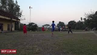 Xin một vé về tuổi thơ  Xem trẻ em nông thôn đá bóng