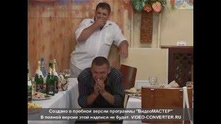 Понюхал на свадьбе трусы стриптизерши)))
