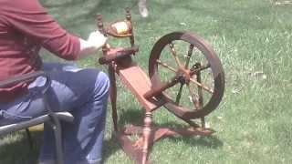 German Saxony Spinning Wheel Demo