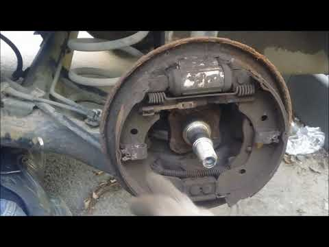 Nissan Note  замена задних тормозных колодок.