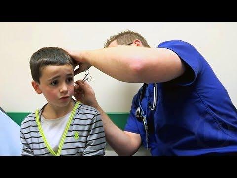قال هذا الطفل أنه أدخل قلم الرصاص في أذنه وعندما فحصه الطبيب وجد شيئًا لا يصدق وأسوأ من ذلك بكثير  - 00:51-2019 / 6 / 11