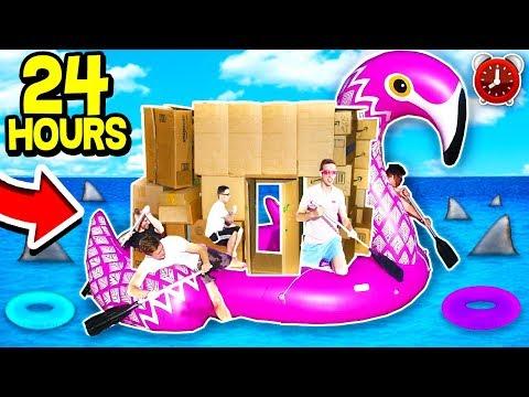 24 HOUR GIANT BOX FORT BOAT ON OCEAN! 📦💧⏰  (24 Hour Challenge) w/ MooseCraft