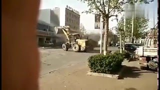 loaders fight - heavy equipment fail