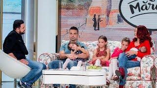 Familia care traieste cu 4 copii in rulota