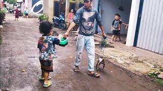 Download lagu Dzil Kasihan dengan Topeng Monyet ini