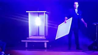 MATT GRINDLEY - COMEDY MAGICIAN & ILLUSIONIST