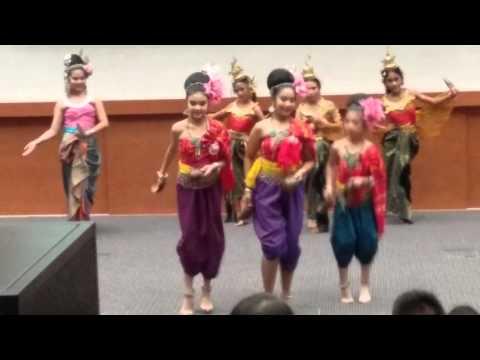 รำสี่ภาค แลกเปลี่ยน ณ ประเทศสิงคโปร์ (www.natasinthai.com)