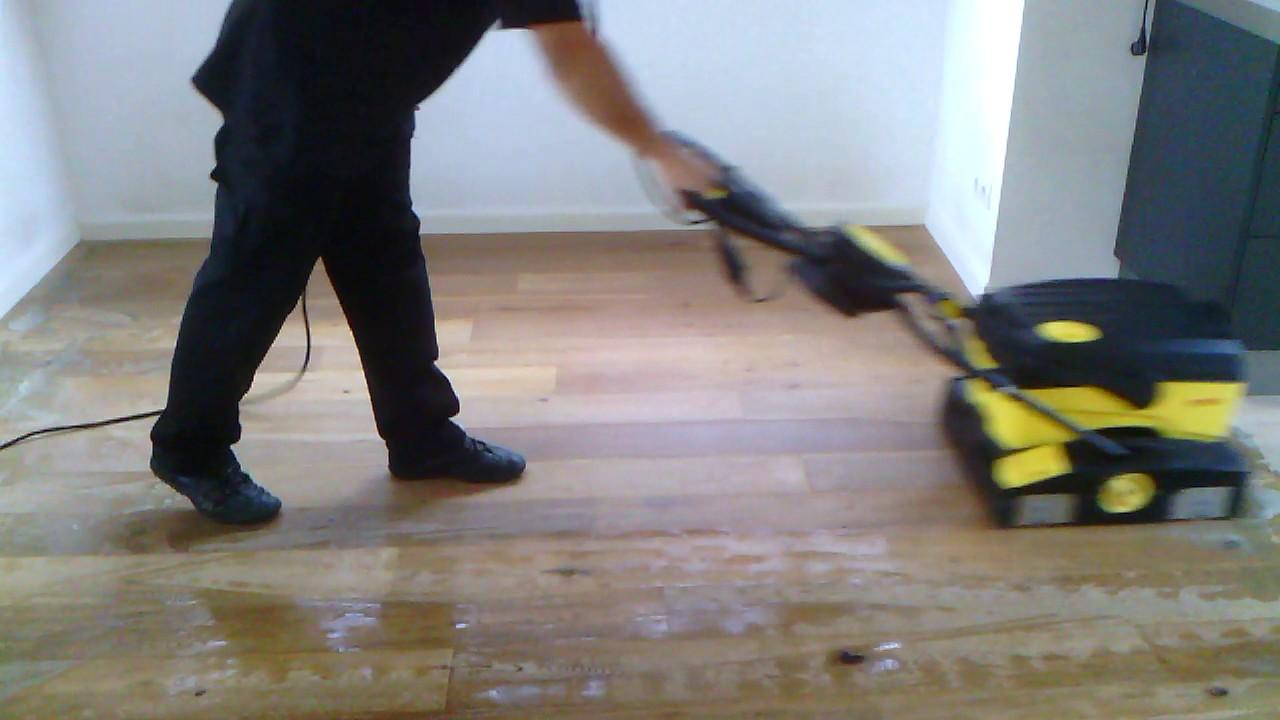 Geoliede vloer schoonmaken top zo verwijder je vlekken van je