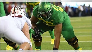 Oregon's star tackle Penei Sewell was raised to do this