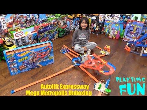 Children's Toy Playtime: Hot Wheels Auto Lift Expressway Mega Metropolis Playset Unboxing