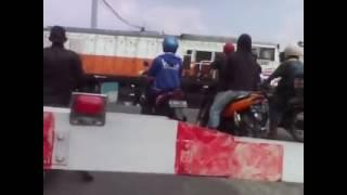 Kecelakaan Kereta Api vs Mega Pro Merah di Perlintasan Kokrosono Semarang