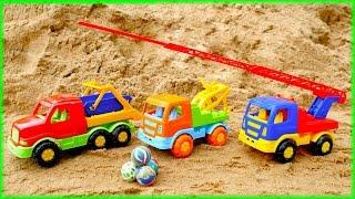 Игры в песочнице. Машинки собирают мячики! Учимся считать. Видео для детей.