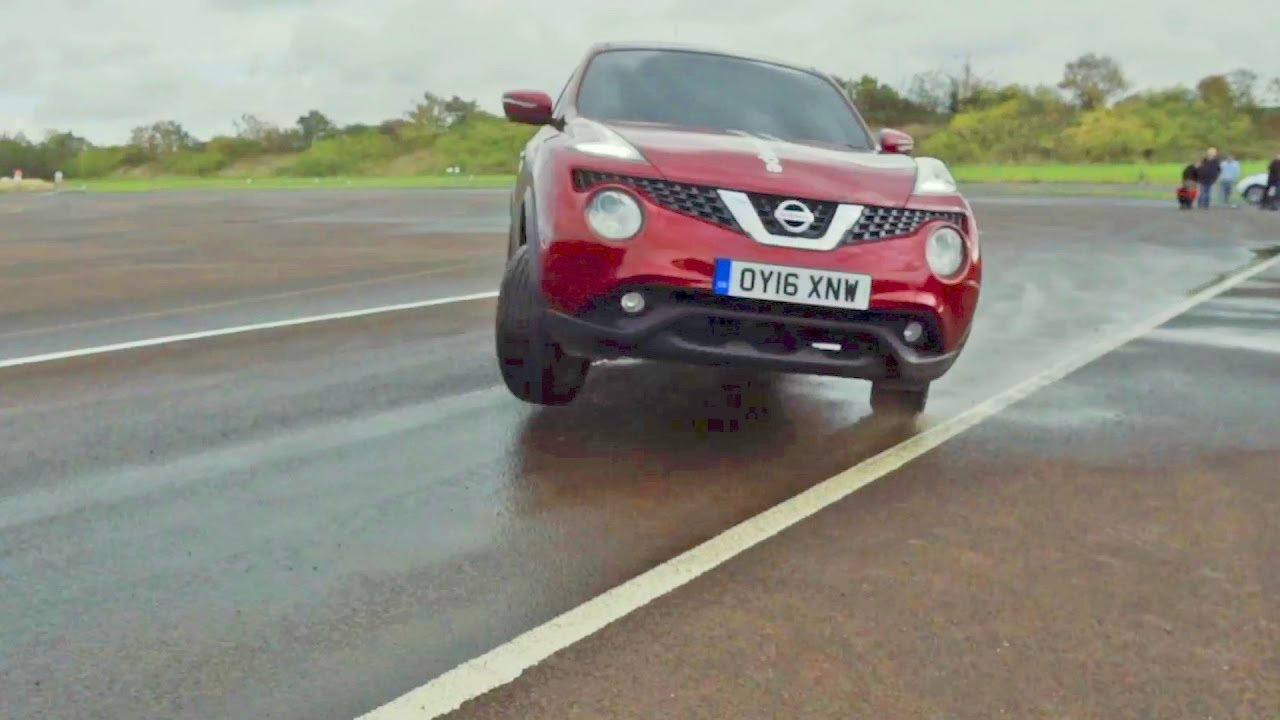 World Blind J-Turn Record with the Nissan Juke - YouTube