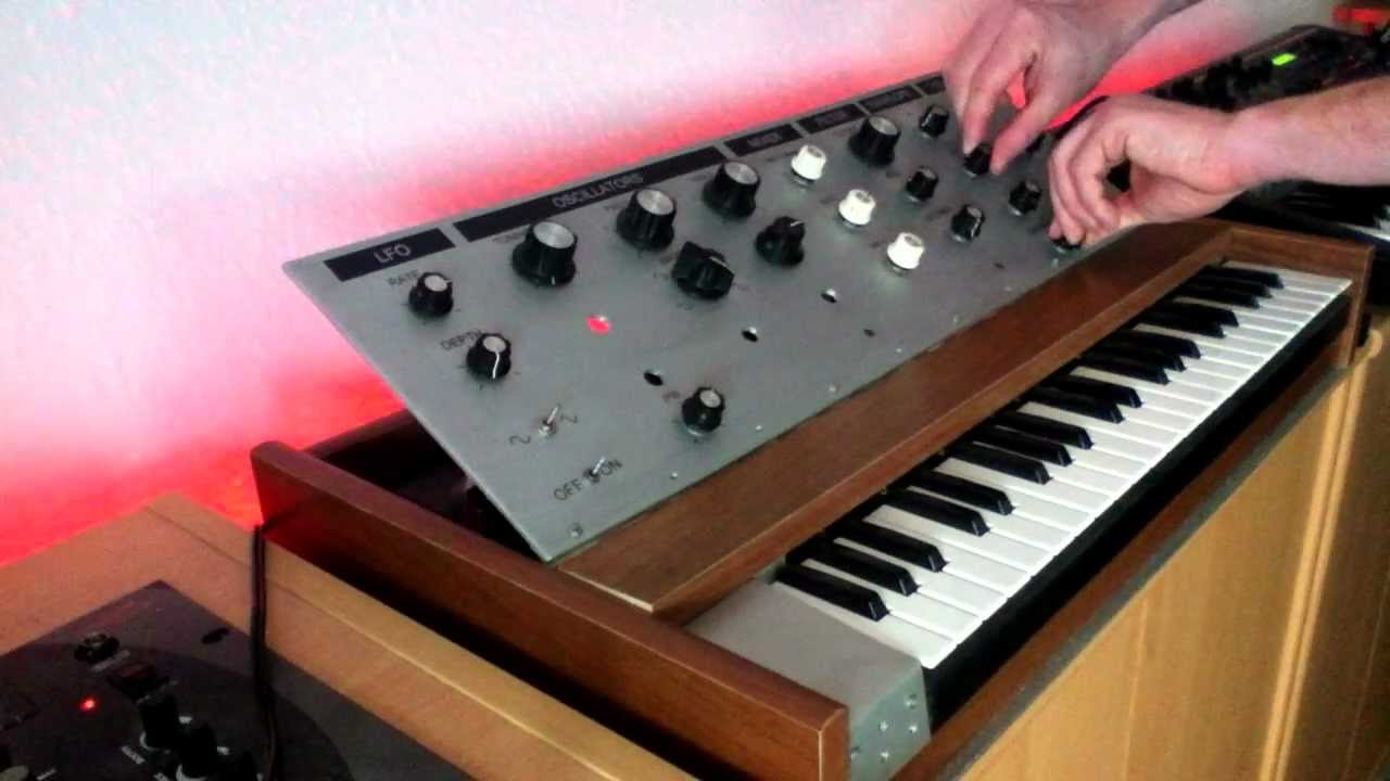 Techno session with monophonic DIY synth