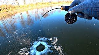 Щедрый ПЕРВЫЙ ЛЁД НА РЕКЕ! Ловля щуки на балансир. Зимняя рыбалка 2020-2021.