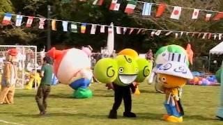 【着ぐるみ】全員本気!ゆるキャラ達のサッカー対決 - えひめこどもの城 thumbnail