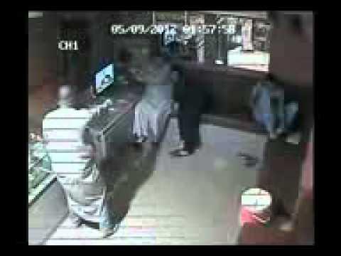 سرقه محل ذهب فى الدقهليه بالاسلحه  - مصر 1.mp4