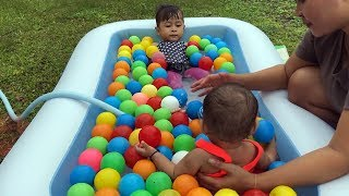 Mandi Bola Shanti dan Shindi - Unboxing Kolam Renang Balita Lucu- Kids Playing Balls Swimming Pool