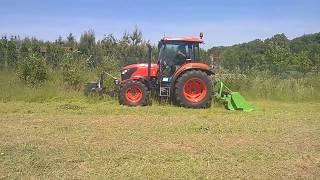 Ciągnik rolniczy Kubota M7060 i kosiarka Talex