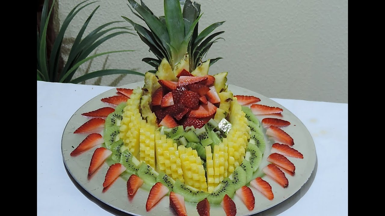 HOW TO MAKE A FRUIT CENTER WITH PINEAPPLE STRAWBERRY AND