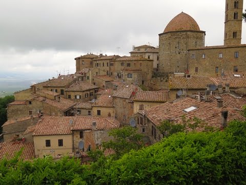 Alan's Italy Show # 127 - A Day Out With Lidia in Tuscany, Volterra and Monteriggioni