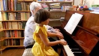 "Марианна Лемешкина. 4 года 10 месяцев. ""Колыбельная медведицы"" за 3 урока"