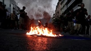Слезоточивая Греция полиция разогнала протестующих в Афинах