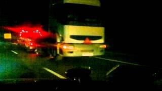 holowanie ciagnika siodlowego po autostradzie w nocy renault premium