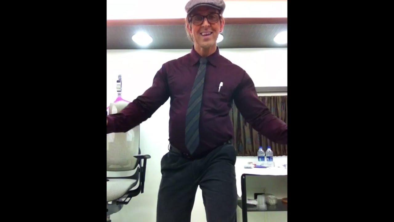 Rohit's Candid Moment - Main Hoon Jum Jum   Hrithik Roshan