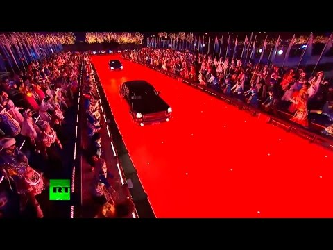 Limos & Lining: Putin, Obama arrive for APEC summit welcome dinner