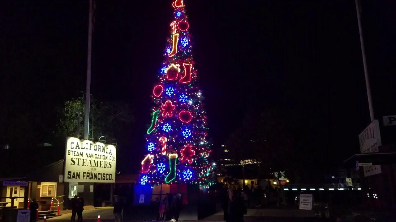 Old Sacramento Christmas Tree 🌲 - YouTube