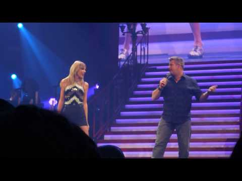 """Taylor Swift and Rascal Flatts perform """"What Hurts the Most"""""""
