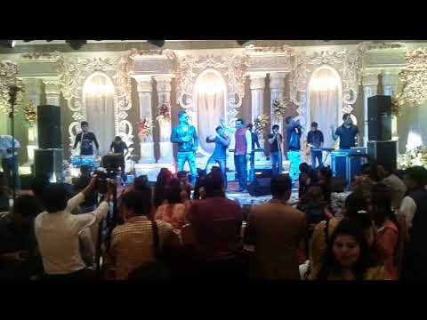 Mika Singh with his brothers performing live