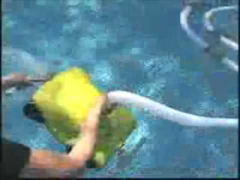 Robot pulizia piscine intex san marco youtube for Balayeuse robot piscine