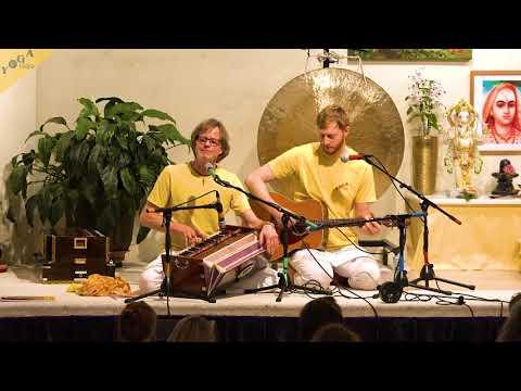 krishna-krishna-mahayogin-|-hare-krishna-maha-mantra-by-matthias-and-dima